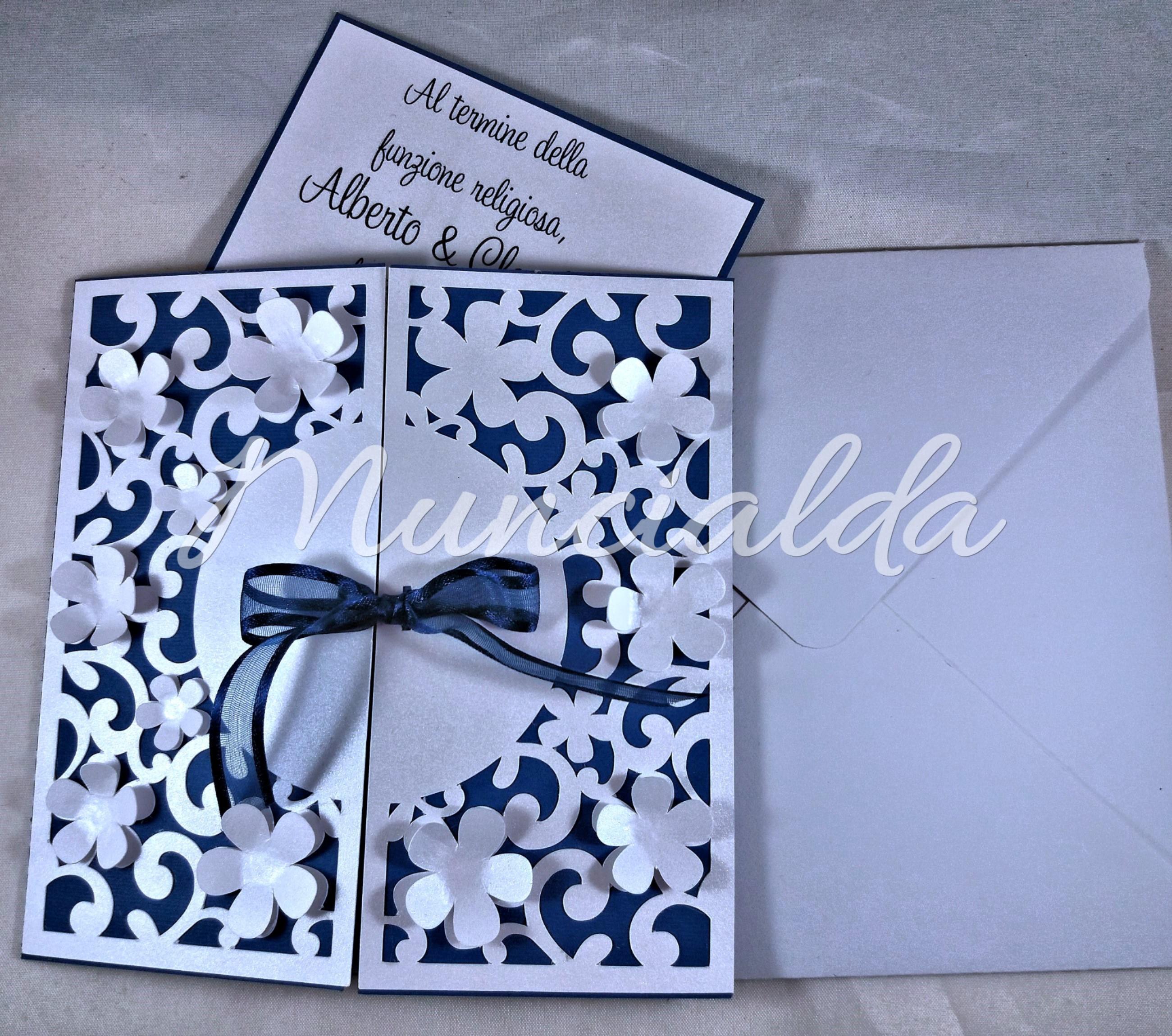 Inviti Matrimonio Natalizio : Inviti per matrimonio blu e bianco perlato muncialda