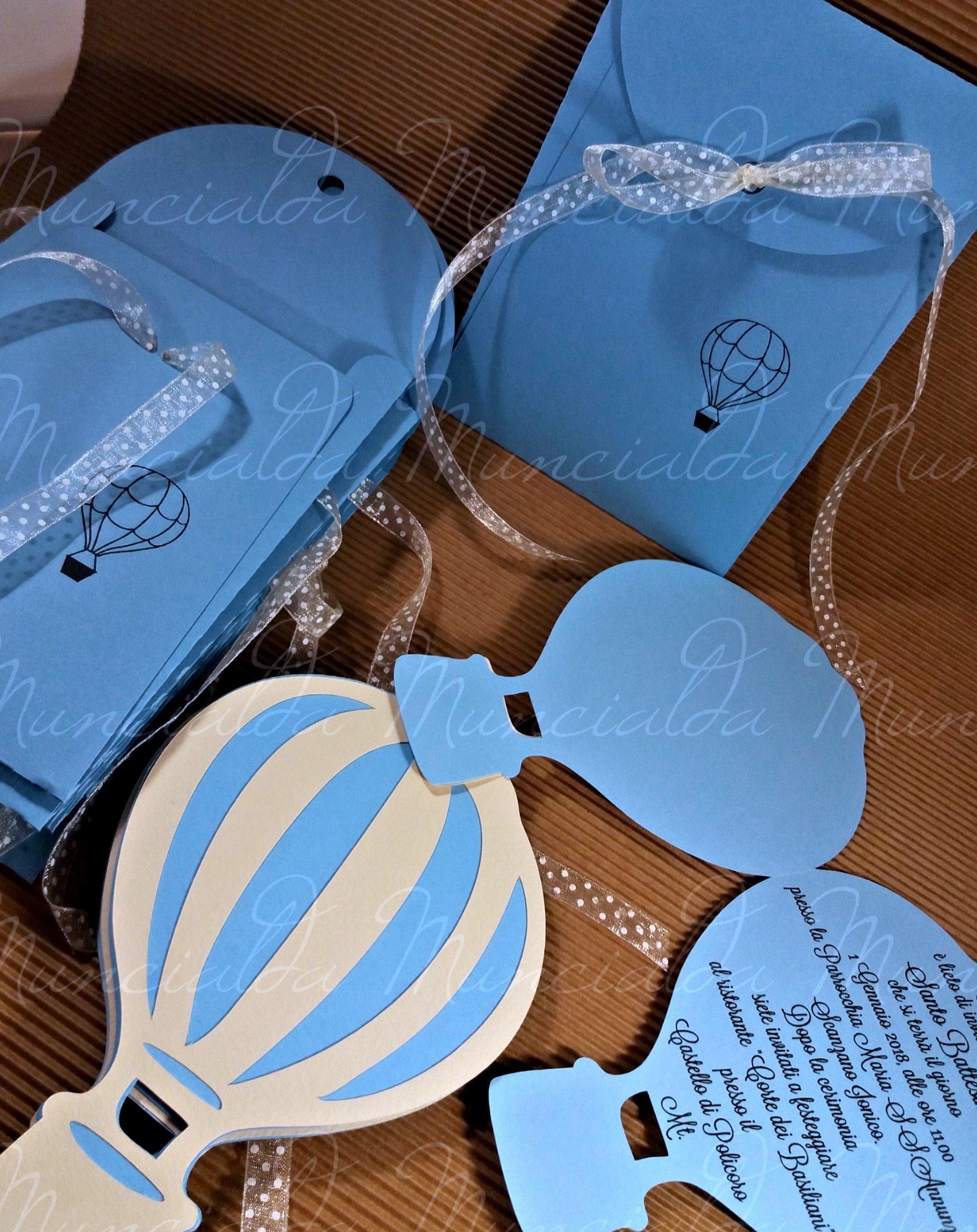 Partecipazioni handmade per Battesimo: una mongolfiera in celeste